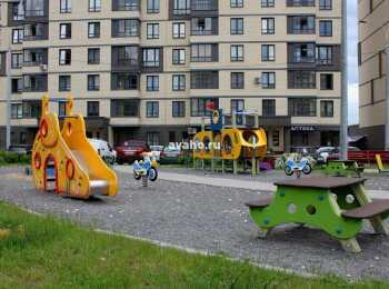 Детская площадка перед корпусами 1 очереди